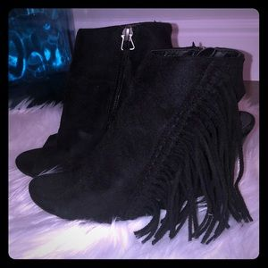 Women's bootie black with fringe sz7.5